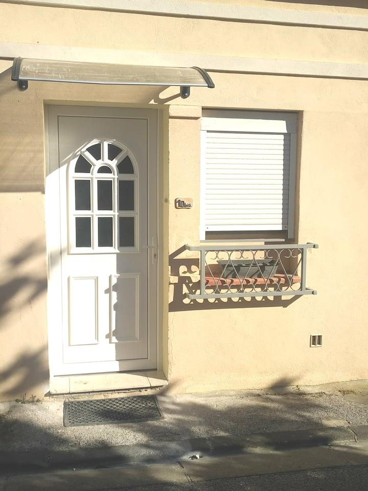 Studio Toulon Sud  proche centre et universités.