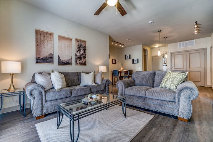 Work, Play or Game Day.  Comfortable 2 Bed 2 Bath