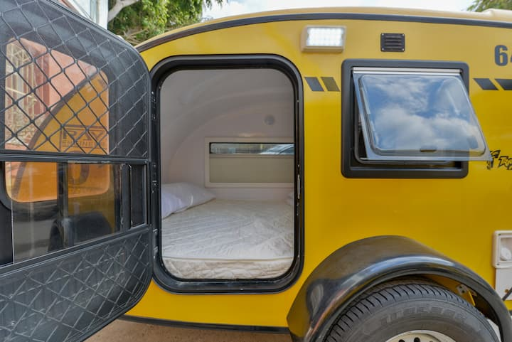 Mini Urban Caravan for 2 people - double bed