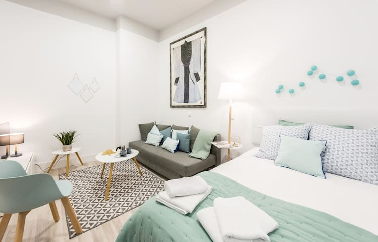 Cute & renewed apartment in Cortes (downtown) IV