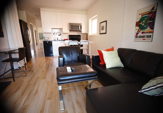 Staircase Theatre Suite 1:  Close to McMaster Univ