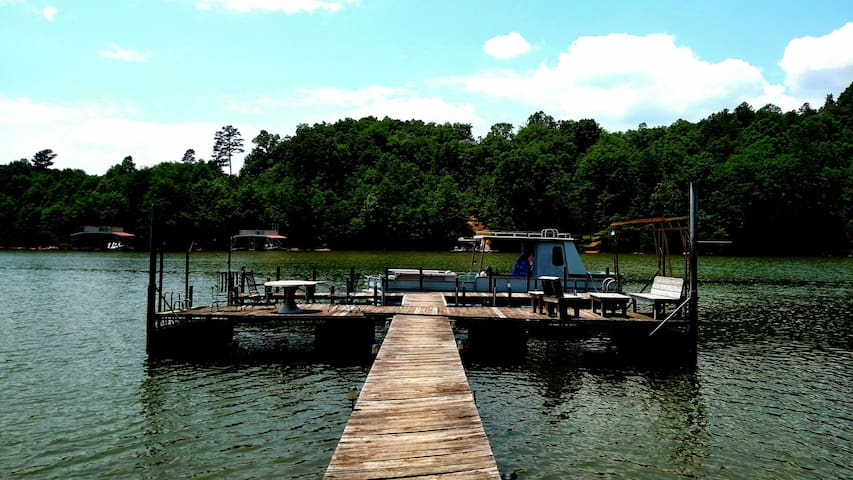 Lakeside Getaway w/Dock - Gainesville - Apartment