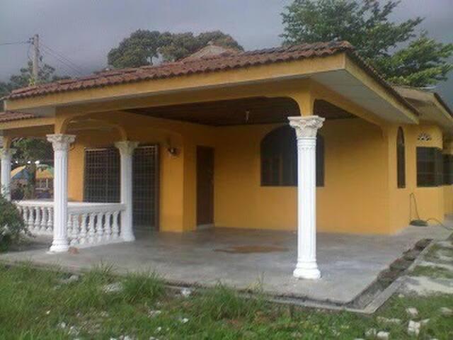 Bukit Chandan Homestay - Kuala Kangsar - Bungalow