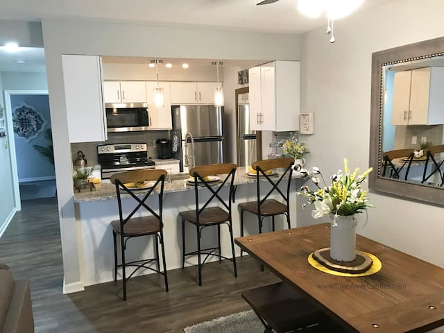 Beautiful 2019 Renovated 1-Bd, 1-Bth Walk-in Condo