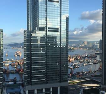 Straight above Kowloon Station- The Waterfront - Hong Kong - Apartment