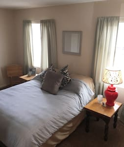 Spacious Private Bedroom - Warren - Complexo de Casas