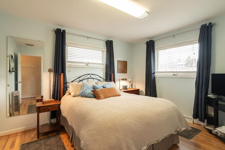 Bedroom 1: Master has mountain views, comfortable queen bed, small dress, room-darkening curtains. Extra blankets in the closet.