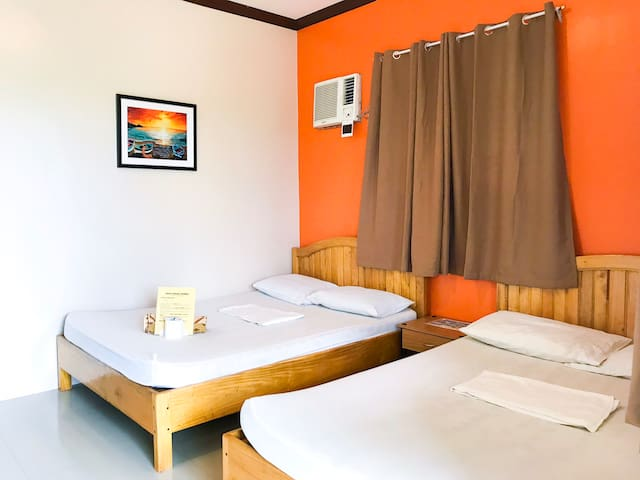Clean Room 3mins walk from Alona Beach -Good for 4