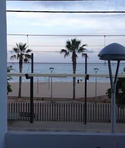 Apart. con  impresionantes vistas frente al mar - Canet de Mar - Apartment