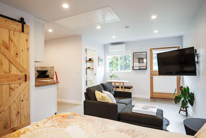 New Chic Guesthouse near Playa Vista, Beach & LAX