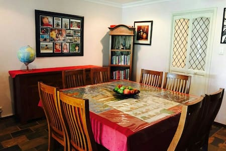 Private room in Castleglen estate, Thornlie, WA - Thornlie - Hus