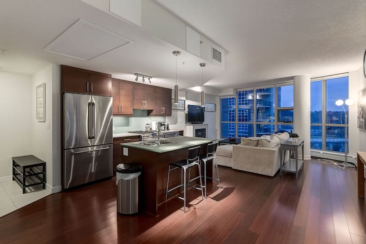 Quiet Downtown Condo - Stocked for Breakfast - Calgary - Apartment