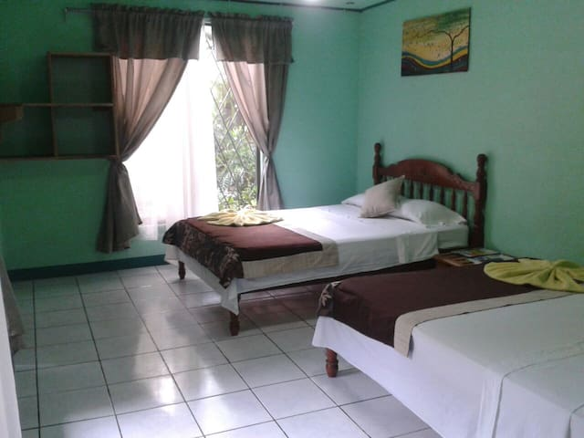 Garden Breeze Room near park and beach - Quepos