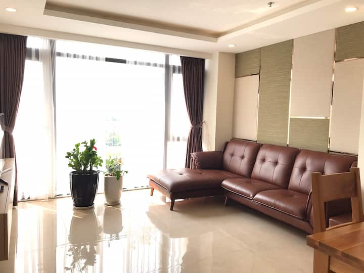 2 bedroom Apartment, free airport pick up/drop off