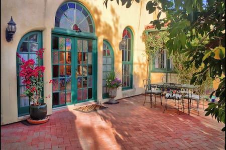 Historic Santa Fe Style Adobe - 图森 - 公寓