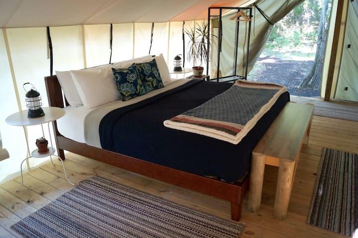 Seneca Sol Safari Tent - Willow (King Bed, Futon)