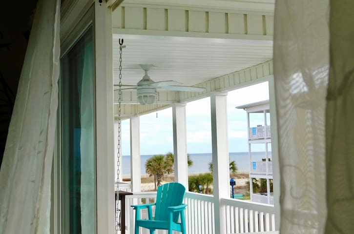 South Beach Makin' Waves~ OceanView~sleeps 6  :)