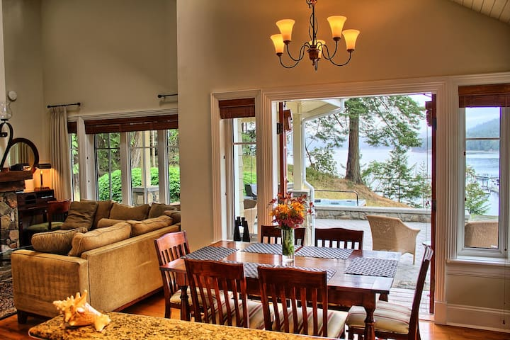 Ocean View 2 BR Pender Island Cottage + Hot Tub
