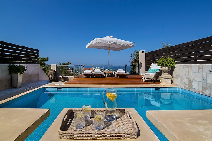 Private Pool & Sea View Residence