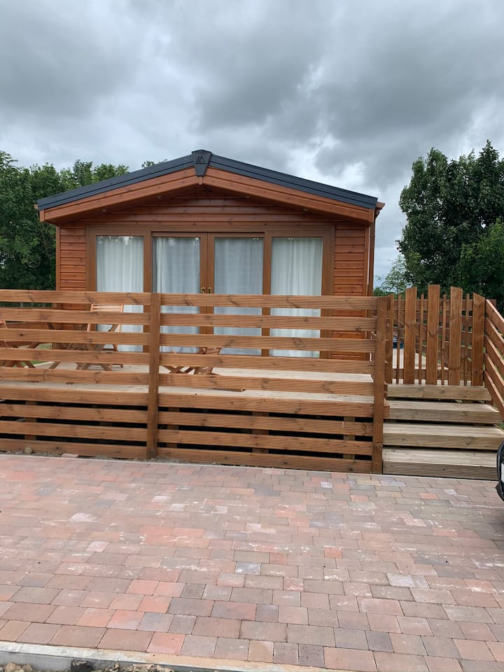 Orion Lodge, Northumberland with private hot tub
