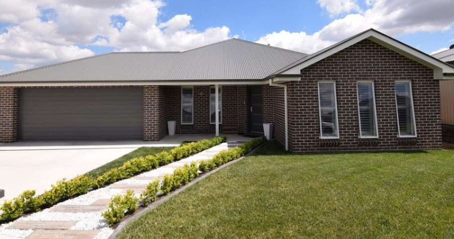 Super Cheap 1000 entire house mins from town
