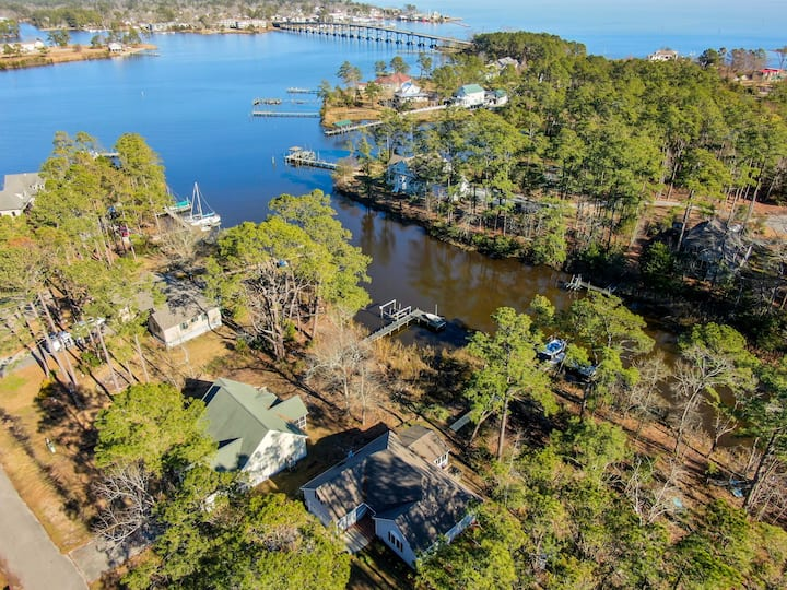 Sirena's Isle Retreat - Waterfront with private dock