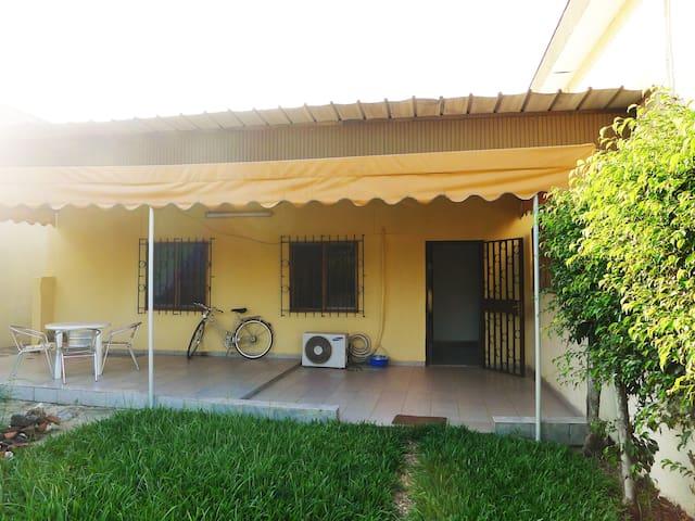 La chambre des amis maisons louer abidjan lagunes c te d ivoire for Abidjan location maison