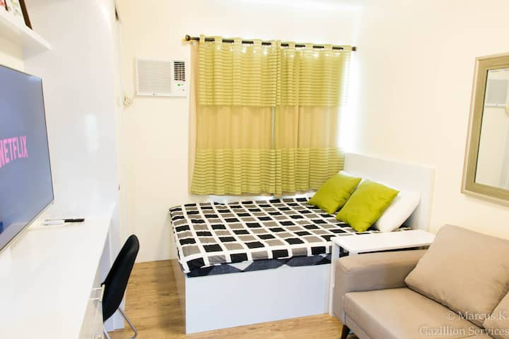 "358 Furnished Studio, 55""Netflix, SantaRosa Nuvali"