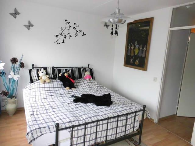 Privé-kamer in rustige buurt - Venlo - House