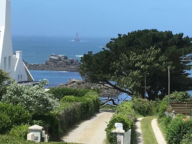 Charmantes Haus mit Meerblick, 150m zum Strand
