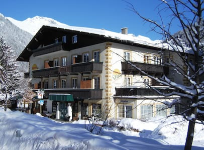 Zentrales Haus mitten im Dorf