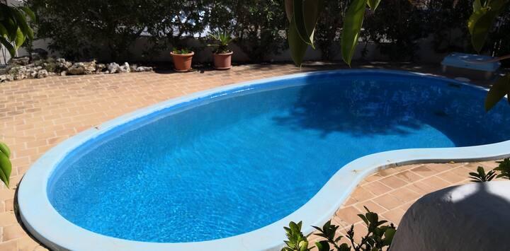 Habitacion doble , con piscina, en el  centro.