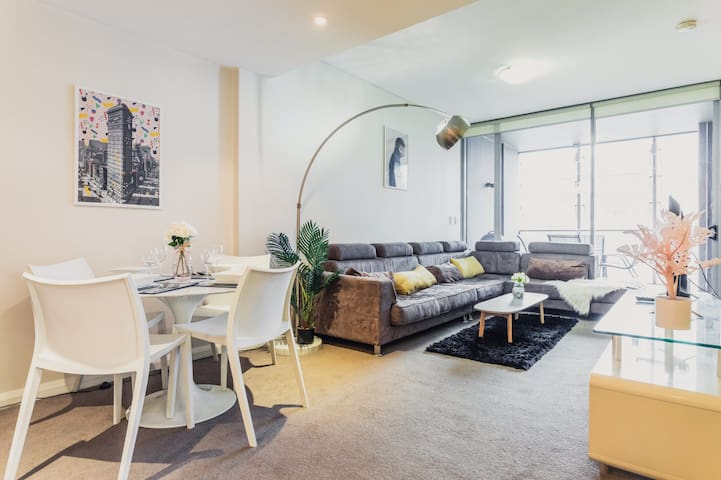 CBD apartment with city view close to Opera House
