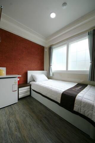 Guesthouse Myeongdong 2 / Single Room 102