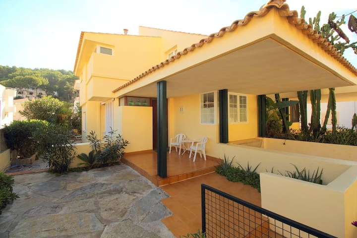 Beachfront seaviews summer house - Cala Sant Vicenç - Rumah