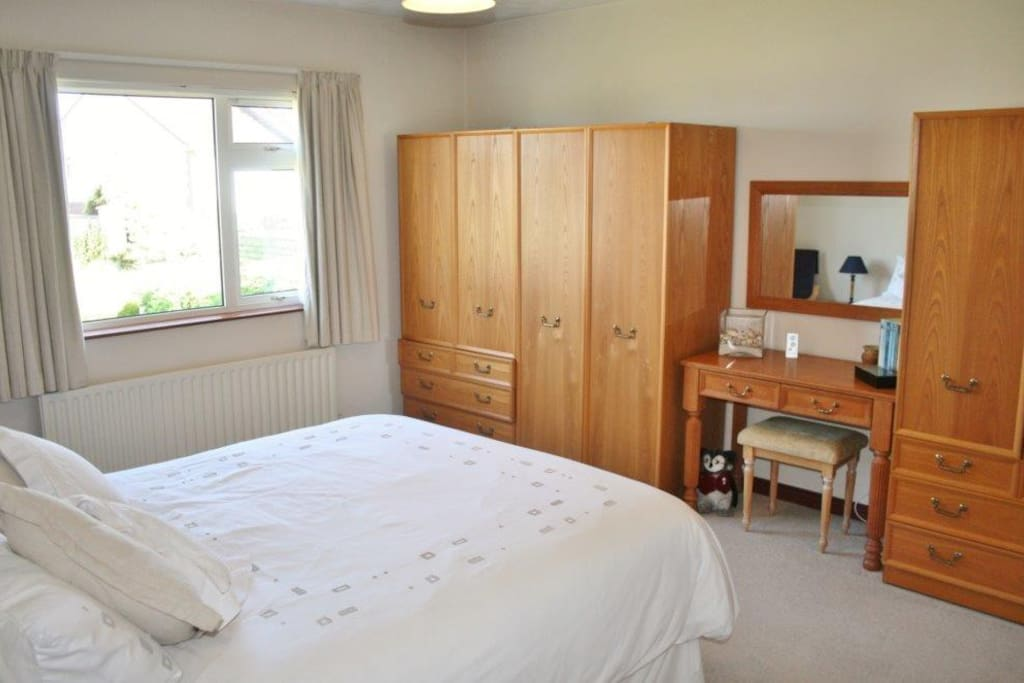 Islay room hopefield house portrush bungalows for rent for N ireland bedroom tax