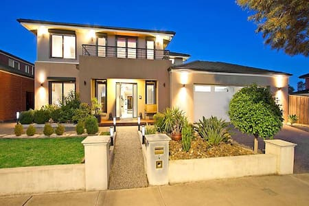Luxury house in the keys - Keysborough