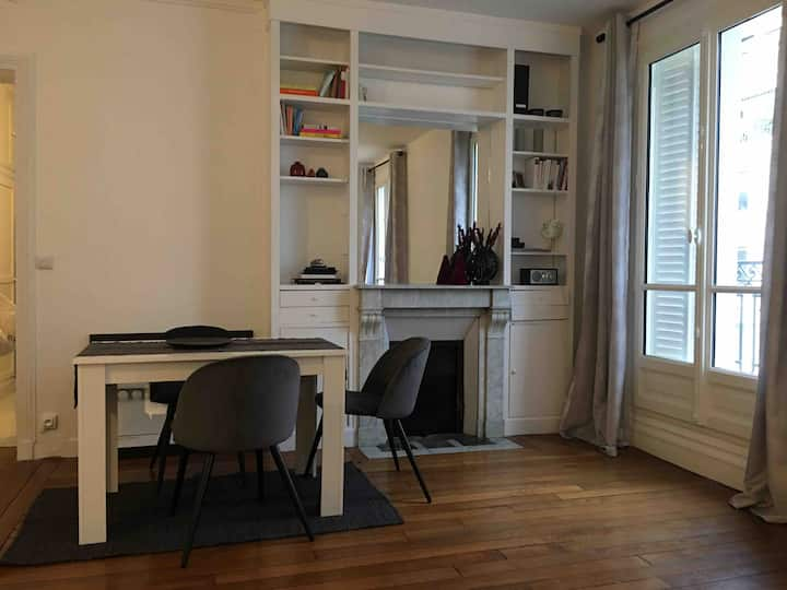 Warm and modern appartement in the heart of Paris
