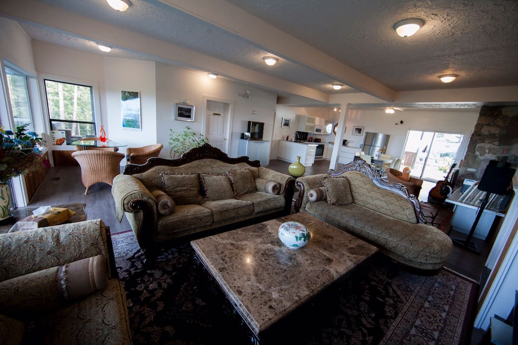 Common area for guests.