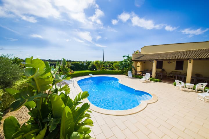 Comfortable family villa near the beach with pool