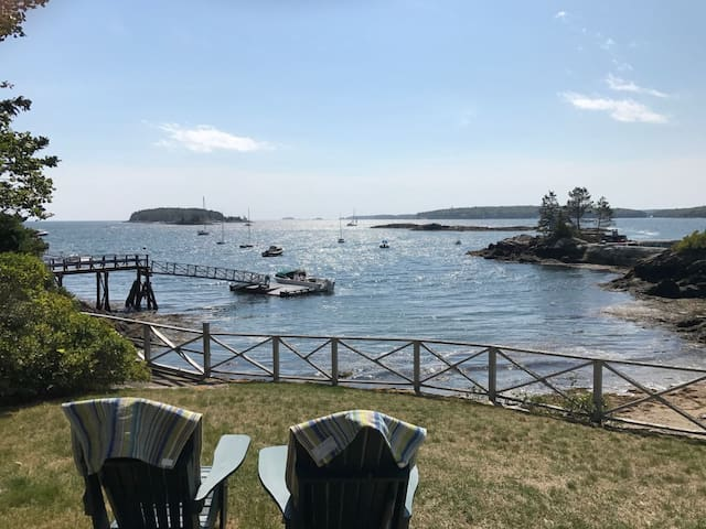 Magnificent Pemaquid Harbor cottage with amazing views of the harbor