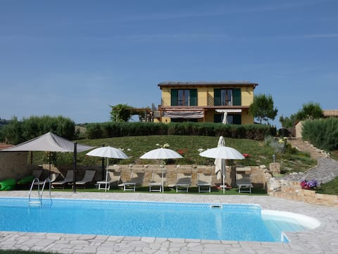 House with Pool and views  Sleeps 14+2 children.