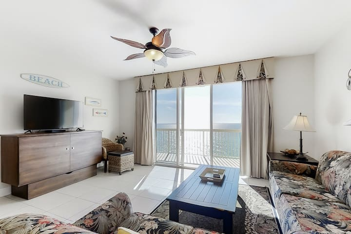Gulf front condo w/ free WiFi, shared pools, ocean views, close to attractions!