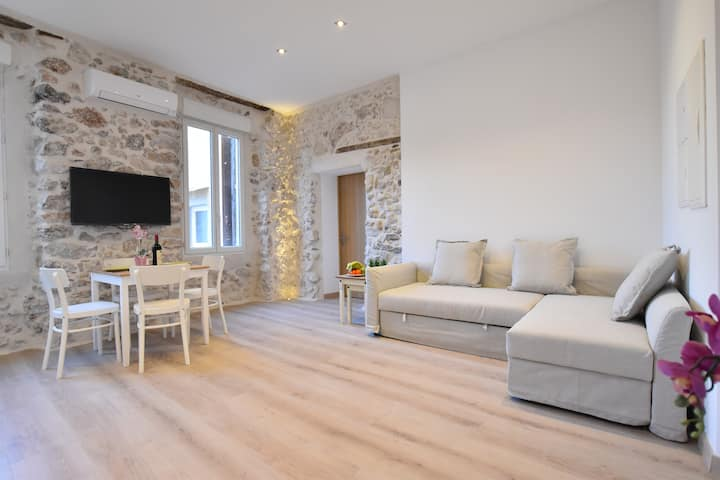 Beautiful 2 Bedrooms of Old Antibes 2min the beach