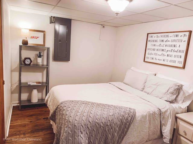 Guest Bedroom with cozy full size bed.