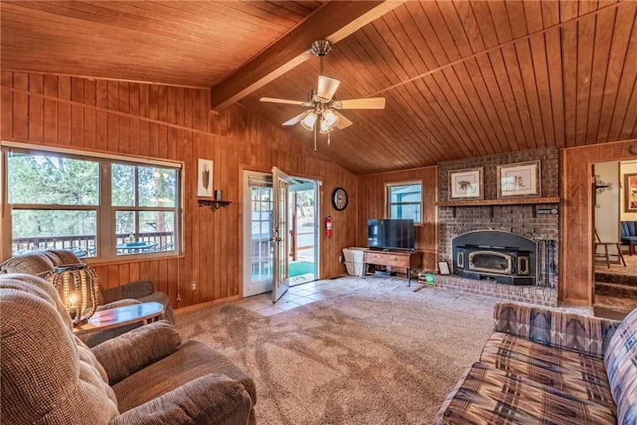 Wild Horse Retreat, 2 Bedrooms, Fireplace, WiFi, Hot Tub, Sleeps 6