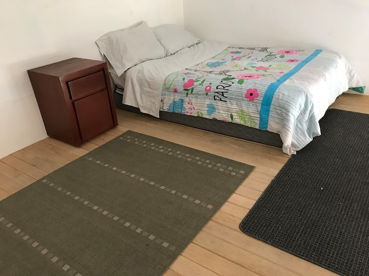 @IDEAL FOR COUPLES 2 CLOSE TO AIRPORT & DOWNTOWN