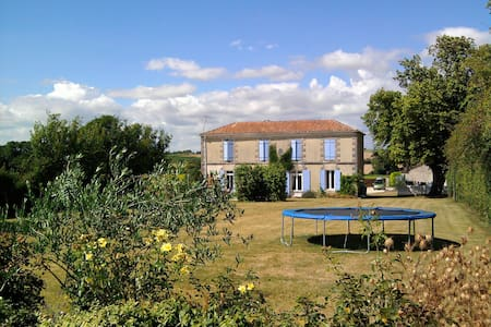 Peaceful 4 bed Farmhouse & 2 bed Gite with pool - Massac