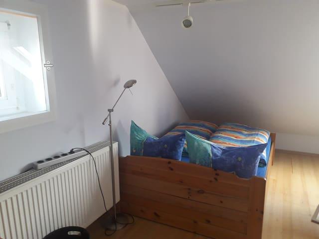 Zimmer mit 1,40 m Bett und ...