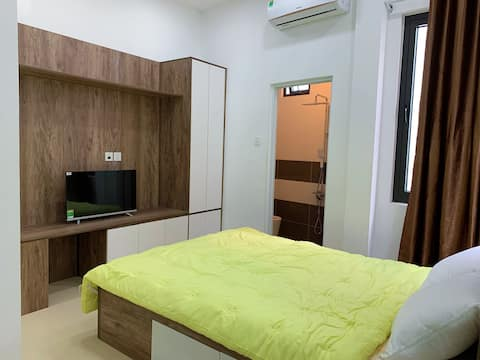 Phòng Riêng với cửa sổ và phòng tắm riêng R02